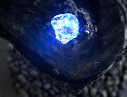 Schiefer Dekostein gebohrt mit Beleuchtung