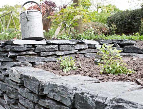 Mauersteine im Garten